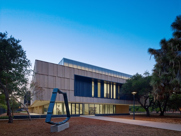 Exterior With William Tucker Scuplture The Anderson Collection at Stanford University